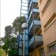 ¿Podemos instalar un elevador hidráulico en nuestra comunidad de vecinos?