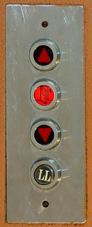 Botonera ascensor antiguo
