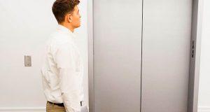 Por qué hablamos en ascensor