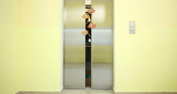 evitar quedarse atrapado en ascensor